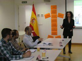 Sesión de análisis para perfilar la estructura del Plan de Comunicación con Carmen Comadrán, de Tierravoz.